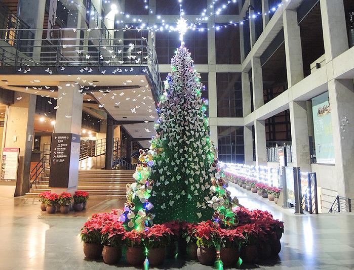 全台首座陶瓷耶誕樹,陶博館館員一手設計製作